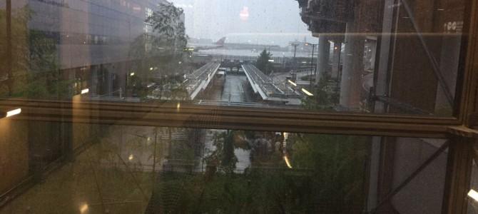台風の日の入国